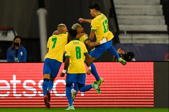 Бразилия Чили құрамасын минималды есеппен жеңіп, жартылай финалға жолдама алды