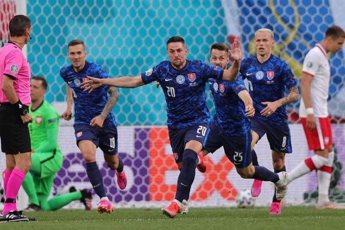 Польша алғашқы ойында Словакия құрамасына есе жіберді