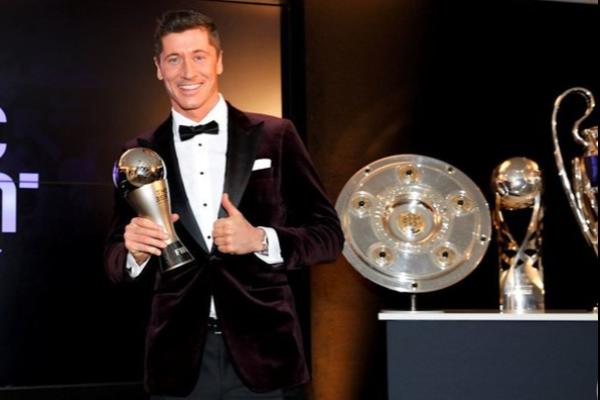 Роберт Левандовски «FIFA» нұсқасы бойынша жыл ойыншысы атанды