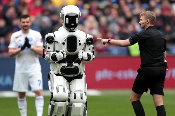 Фифа 2022  жылы өтетін әлем додасында роботтарды қапталдағы төреші ретінде сынап көрмекші.
