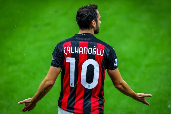 «Манчестер Юнайтед» Хакан Чалханоглуға қызығушылық танытуда